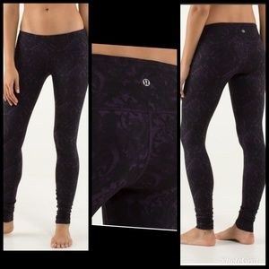 Lululemon 4 Wunder Under Baroque black purple pant